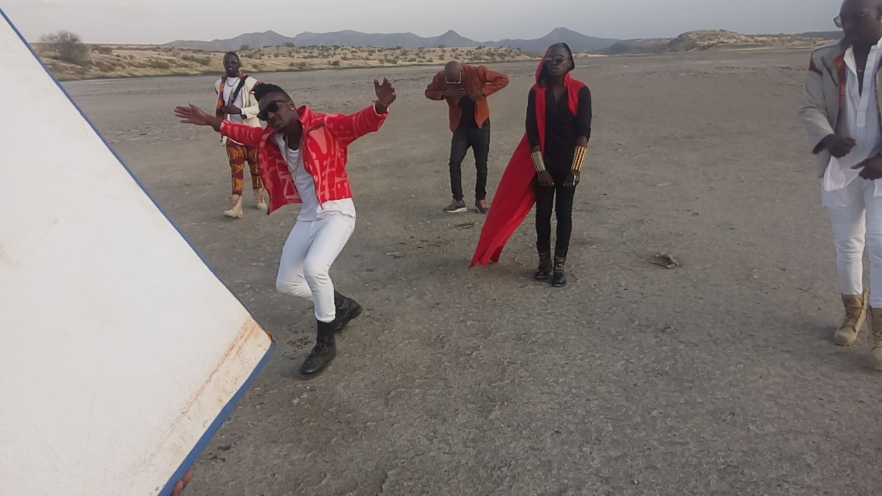 BTS Photos: 2Face Idibia Shoots Music Video For 'Oya Come Make We Go' Featuring Sauti Sol