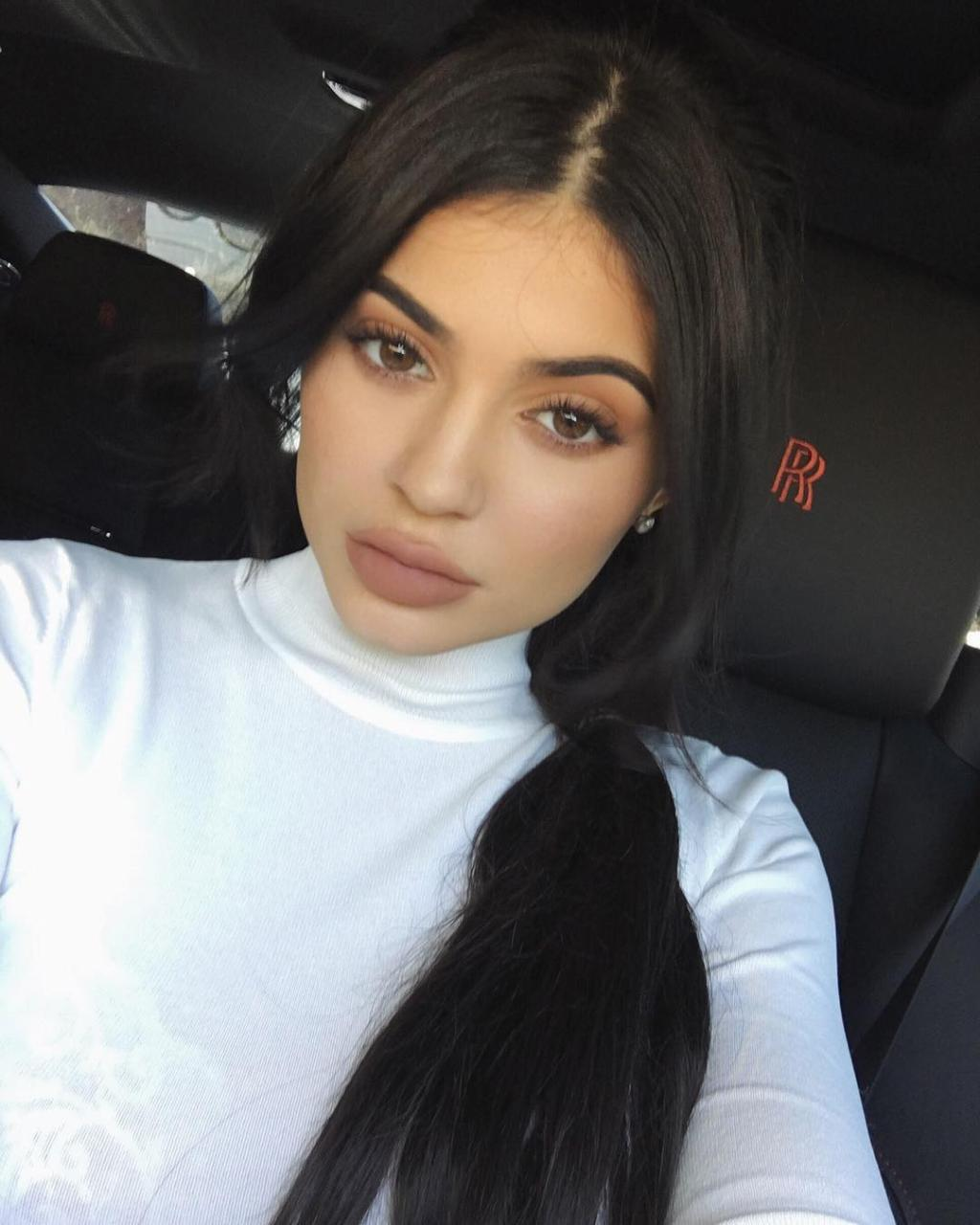 Embarrassing! Did Kylie Jenner Pee On Her Body? -Watch Video