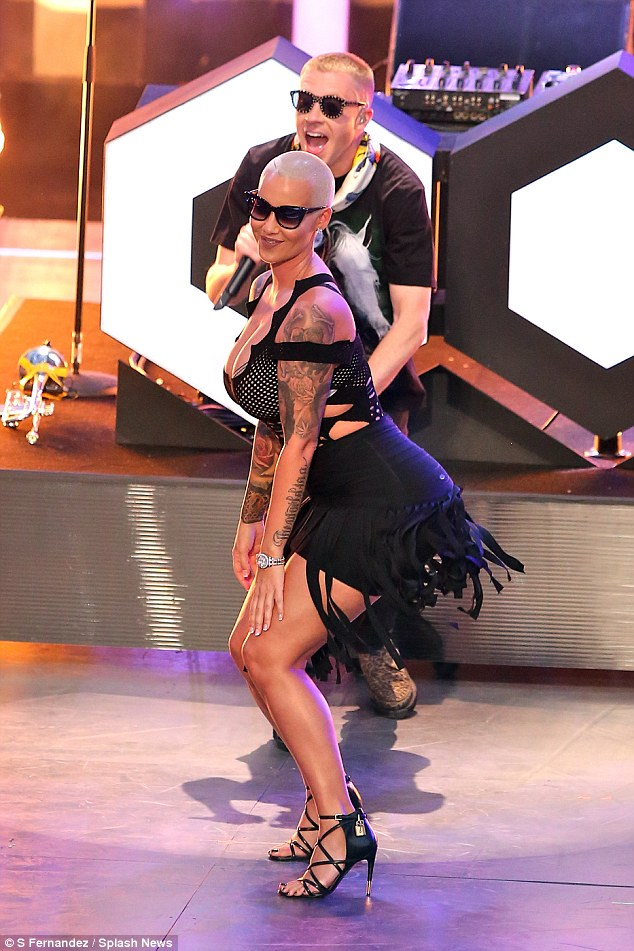 Photo News: Amber Rose Twerks Her Famous Butt At 2016 iHeartRadio Awards