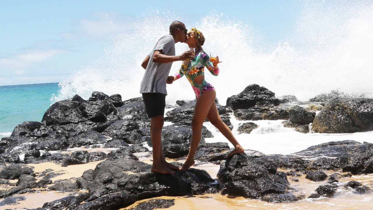 Photo News: Beyonce And Jay Z Play Sweet Love In Hawaii