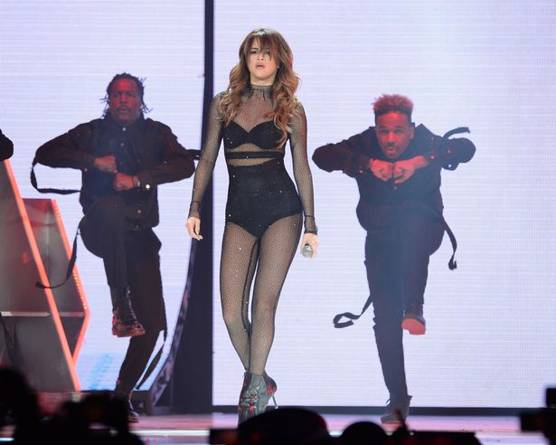 VISUALS: Selena Gomez Falls On Stage | See Her Reaction